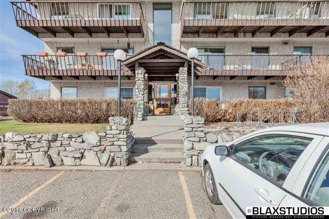 1070 Turner Street #302, Fairbanks, AK 99701 (MLS #18-6389) :: Team Dimmick