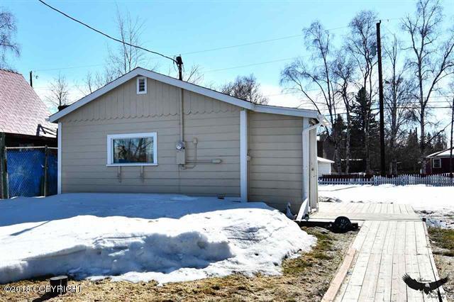 1215 Third Street, Fairbanks, AK 99701 (MLS #18-6440) :: Team Dimmick