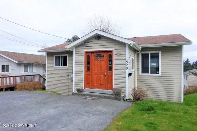 1520 Baranof Street, Kodiak, AK 99615 (MLS #18-7815) :: Team Dimmick