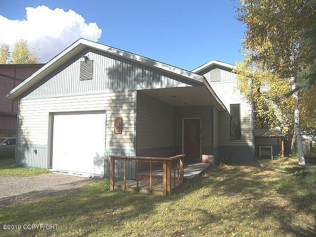 1814 Carr Avenue, Fairbanks, AK 99709 (MLS #19-7174) :: Roy Briley Real Estate Group