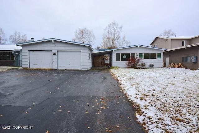 2905 W 34th Avenue, Anchorage, AK 99517 (MLS #21-16081) :: Team Dimmick