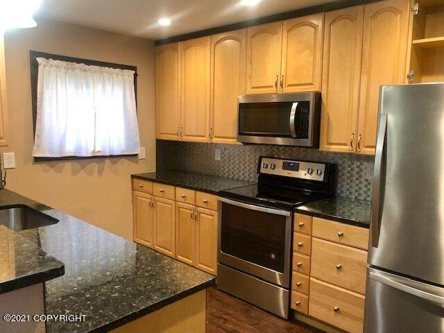 908 Clay Court Court, Anchorage, AK 99503 (MLS #21-16118) :: Synergy Home Team