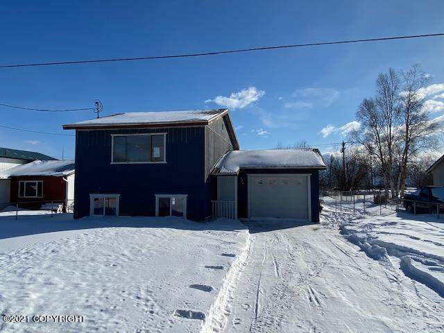 624 E Auklet Avenue, Palmer, AK 99645 (MLS #21-5074) :: Team Dimmick