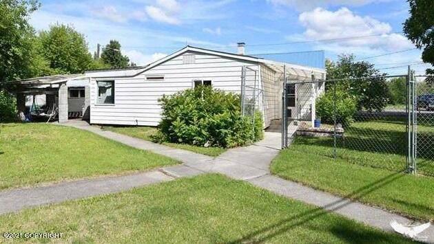 106 Charles Street, Fairbanks, AK 99701 (MLS #21-9654) :: Daves Alaska Homes