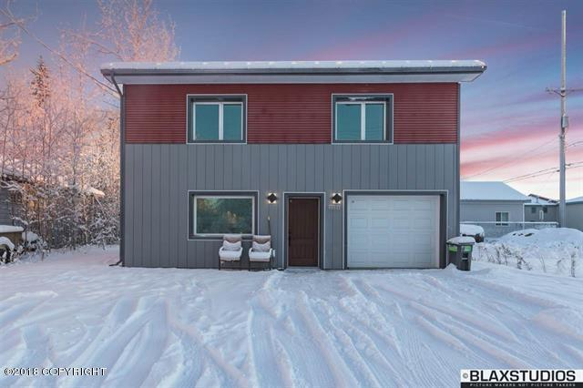 2231 Turner Street, Fairbanks, AK 99701 (MLS #18-6862) :: Team Dimmick