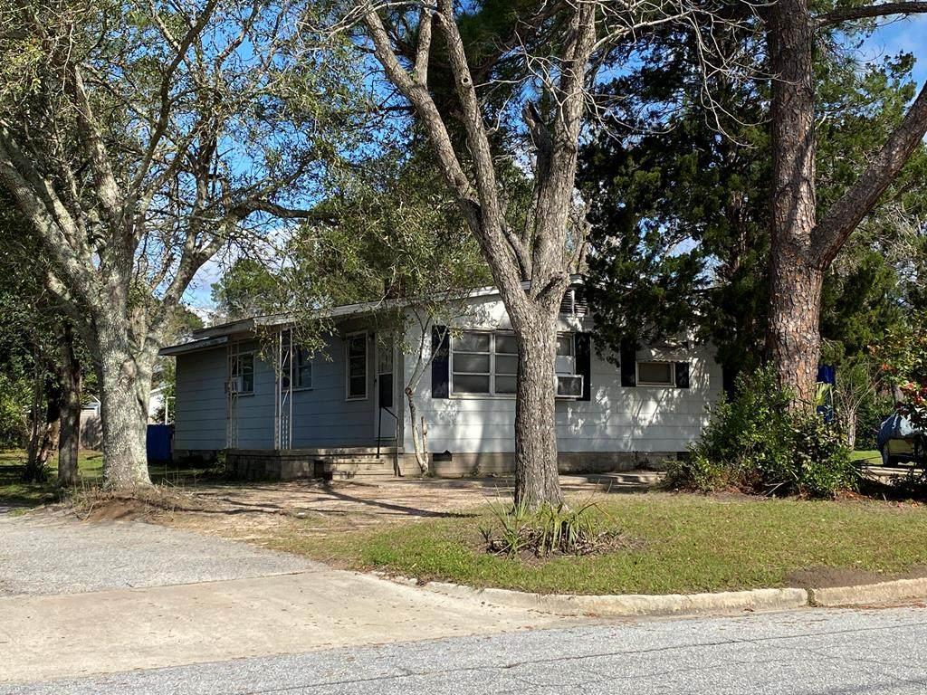 813 Fourteenth Ave - Photo 1
