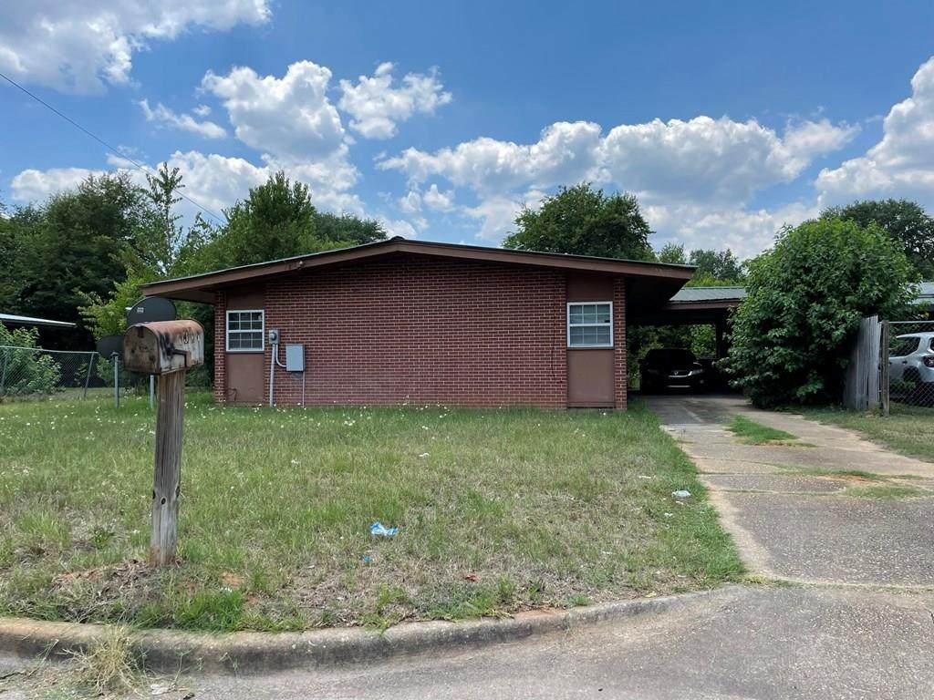 1911 Meadow Dr - Photo 1