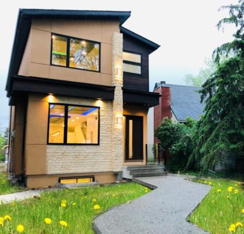 7211 114A Street, Edmonton, AB T6G 1N2 (#E4163135) :: The Foundry Real Estate Company