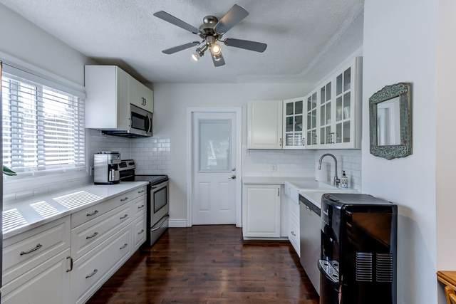 10617 69 Avenue, Edmonton, AB T6H 2C8 (#E4240204) :: Initia Real Estate