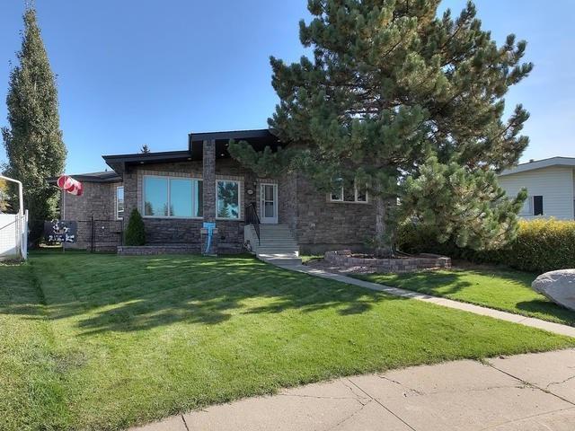 4419 117A Street, Edmonton, AB T6J 1V8 (#E4110572) :: The Foundry Real Estate Company