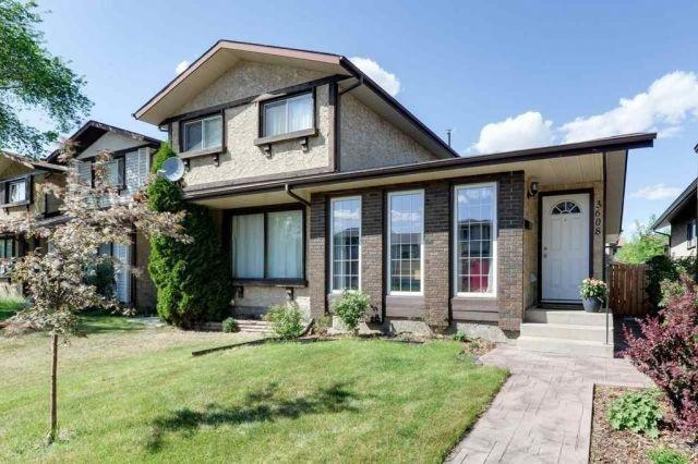 3608 42A Avenue, Edmonton, AB T6L 4N7 (#E4114698) :: The Foundry Real Estate Company