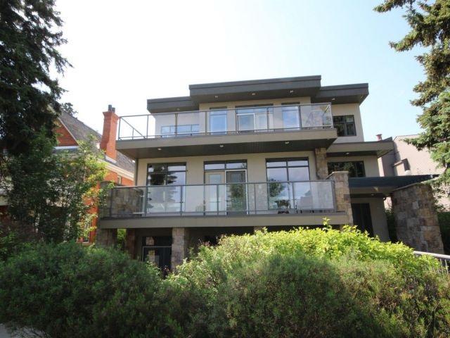 10519/21 Saskatchewan Drive, Edmonton, AB T6E 4S1 (#E4116917) :: The Foundry Real Estate Company