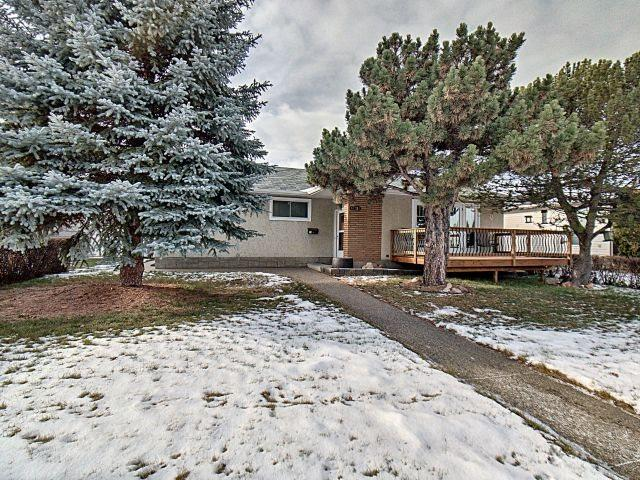 10724 45 Street, Edmonton, AB T6A 1X7 (#E4136269) :: The Foundry Real Estate Company