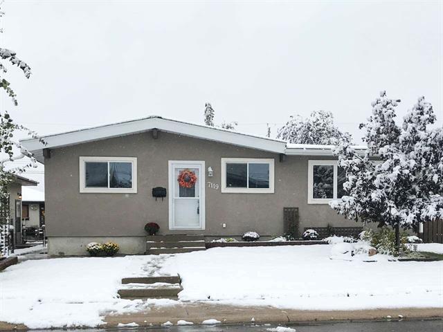 7119 136 Avenue, Edmonton, AB T5C 2K3 (#E4137204) :: The Foundry Real Estate Company