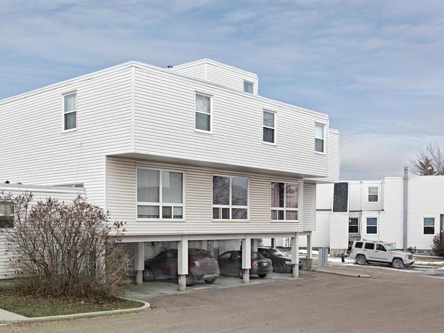 8556 38A Avenue, Edmonton, AB T6K 3E5 (#E4149633) :: The Foundry Real Estate Company