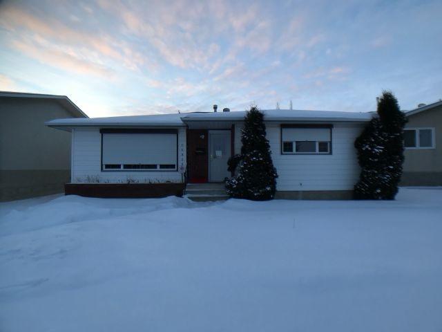 11315 37 Avenue, Edmonton, AB T6J 0H4 (#E4161463) :: David St. Jean Real Estate Group