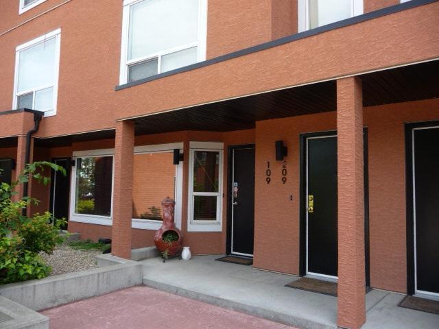 109 10105 95 Street, Edmonton, AB T5H 4M4 (#E4165586) :: YEGPro Realty