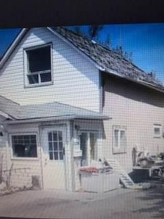Vegreville, AB T9C 1K7 :: Initia Real Estate