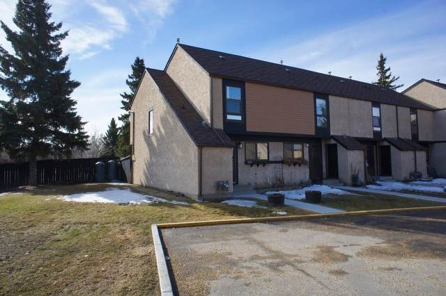 12018 25 Avenue, Edmonton, AB T6J 4L3 (#E4194634) :: Initia Real Estate
