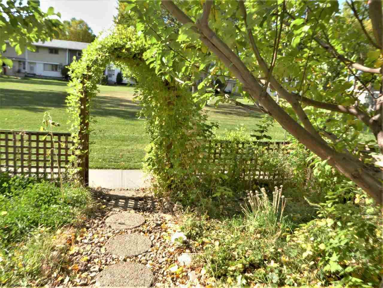 7 Garden Crescent - Photo 1