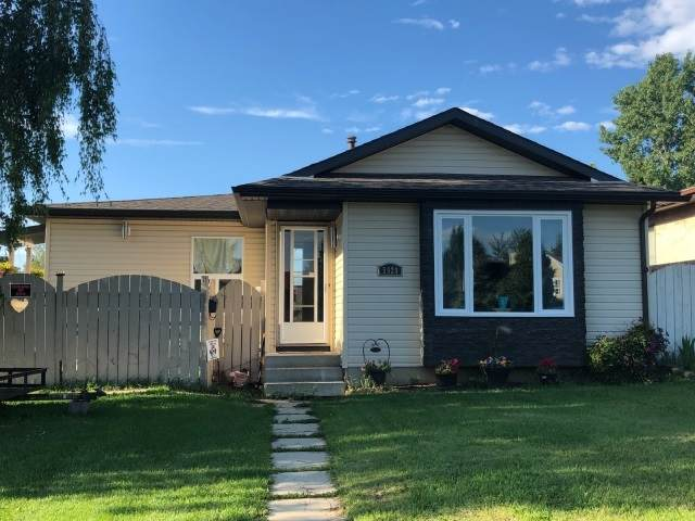 5924 10 Avenue, Edmonton, AB T6L 3L1 (#E4229302) :: RE/MAX River City