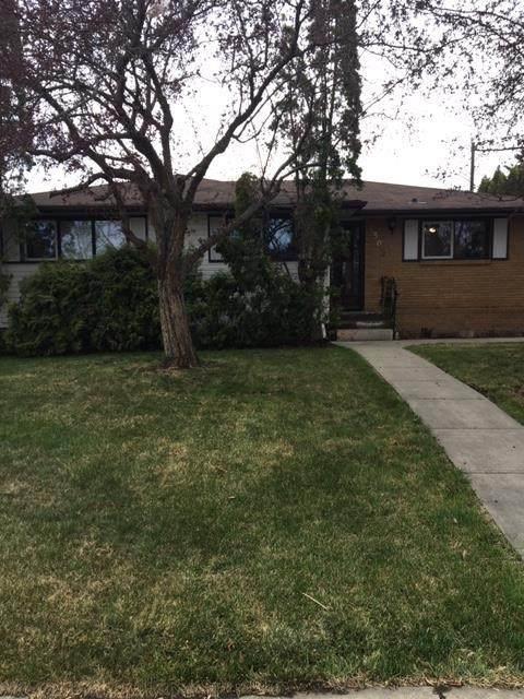303 Lynnwood Way, Edmonton, AB T5R 1B2 (#E4243243) :: Initia Real Estate