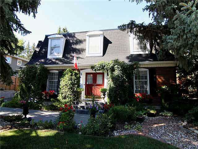 90 Valleyview Crescent, Edmonton, AB T5R 5T1 (#E4260094) :: Initia Real Estate