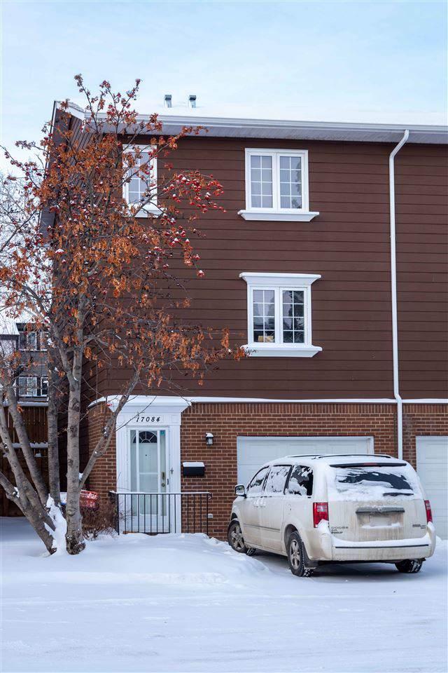 17084 67 Avenue, Edmonton, AB T5T 1Y8 (#E4183849) :: Initia Real Estate