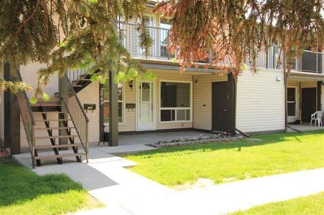 2069 Saddleback Road, Edmonton, AB T6J 4T4 (#E4239335) :: Initia Real Estate