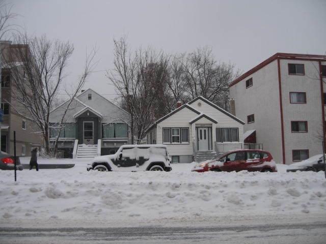 9846-9850 82 Avenue, Edmonton, AB T6E 1Y8 (#E4243564) :: Initia Real Estate