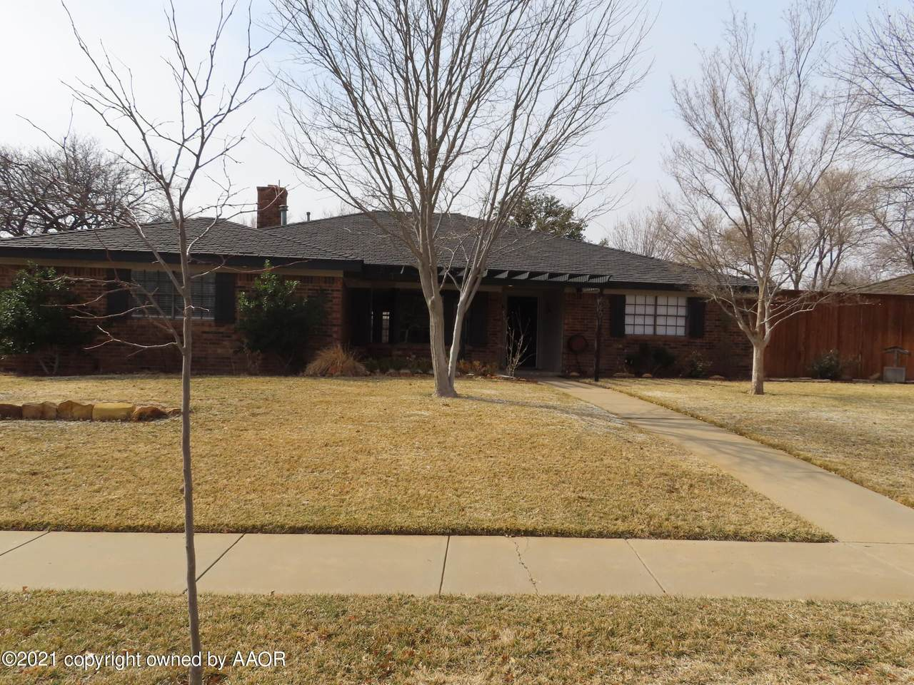 6401 Oakhurst Dr - Photo 1