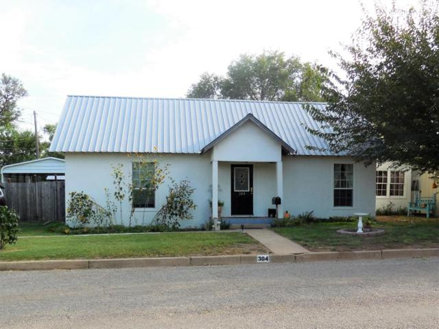 304 1st St E, Shamrock, TX 79079 (#17-110942) :: Elite Real Estate Group