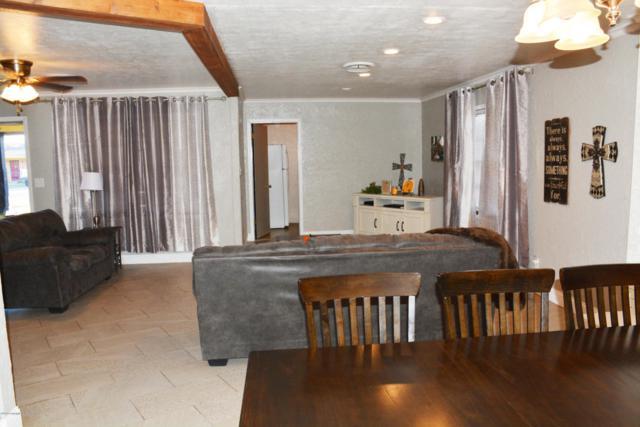 720 Oak St, Dimmitt, TX 79027 (#18-119516) :: Lyons Realty