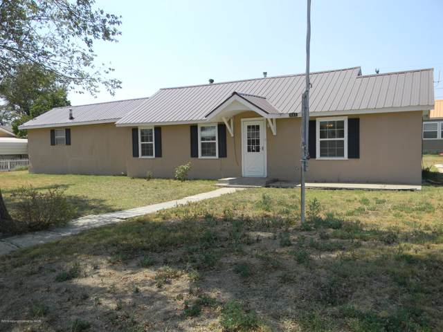 902 Cluck Ave, Gruver, TX 79040 (#19-7854) :: Lyons Realty