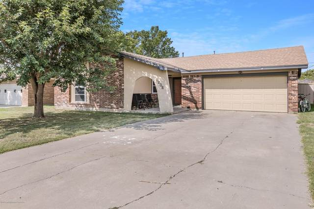 1208 Mills, Dumas, TX 79029 (#20-5519) :: RE/MAX Town and Country