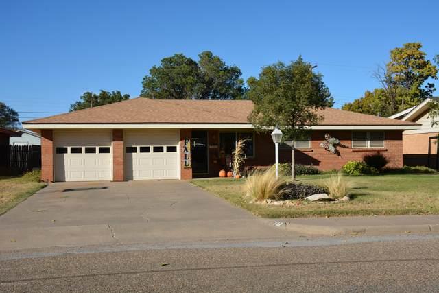 712 Oak St, Dimmitt, TX 79027 (#20-6781) :: Lyons Realty