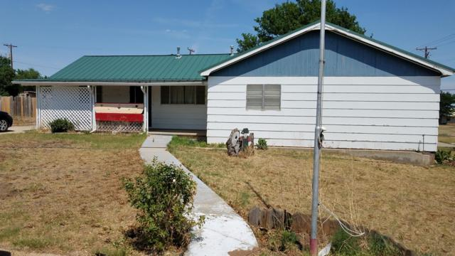 423 Williams Ave N, Stinnett, TX 79083 (#18-115663) :: Gillispie Land Group