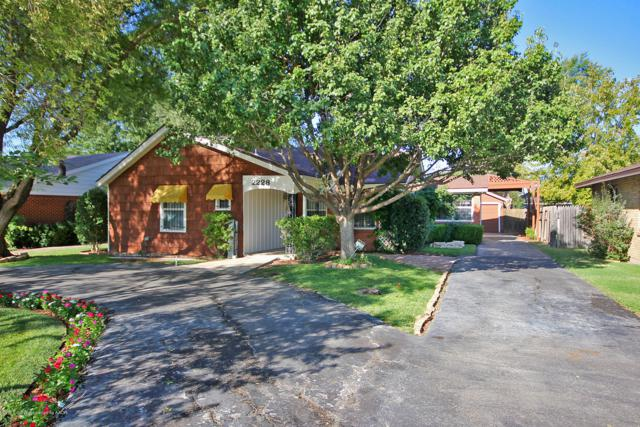 2228 Locust St, Amarillo, TX 79109 (#18-117811) :: Gillispie Land Group
