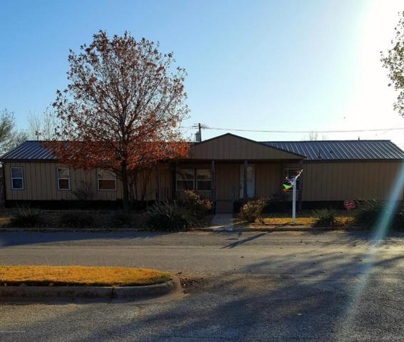 1607 Avenue H NW, Childress, TX 79201 (#17-111056) :: Gillispie Land Group