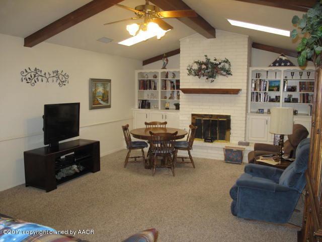 7118 Adirondack Trl, Amarillo, TX 79106 (#17-107277) :: Keller Williams Realty