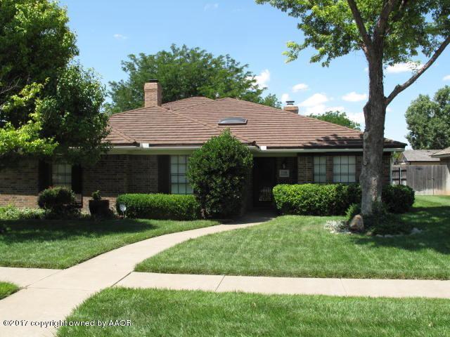 7140 Birkshire Dr, Amarillo, TX 79109 (#17-107640) :: Keller Williams Realty