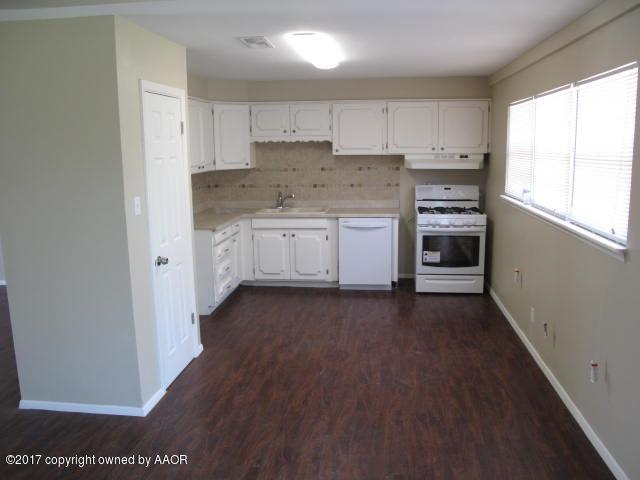 2607 Oak Dr, Amarillo, TX 79107 (#17-108584) :: Elite Real Estate Group