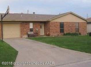 1505 Cedar S., Perryton, TX 79070 (#18-116740) :: Edge Realty