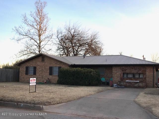 1105 Avenue D Nw, Childress, TX 79201 (#17-110071) :: Gillispie Land Group