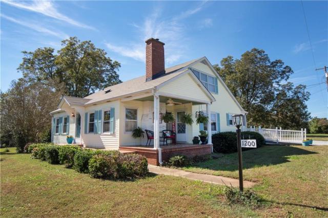 1200 S Oak Street, Seneca, SC 29678 (MLS #20208457) :: Les Walden Real Estate