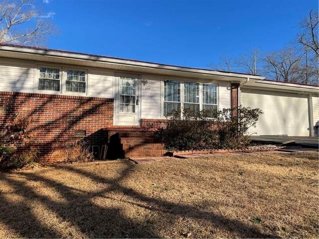 3008 Forest Drive, Seneca, SC 29672 (MLS #20236627) :: Les Walden Real Estate