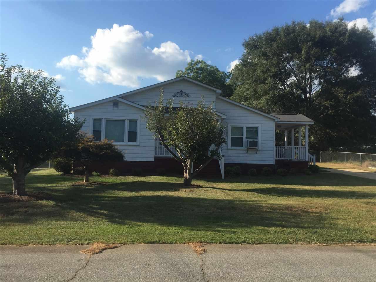 104 Wilson Ave, Liberty, SC 29657 (MLS #20180545) :: Les Walden Real Estate