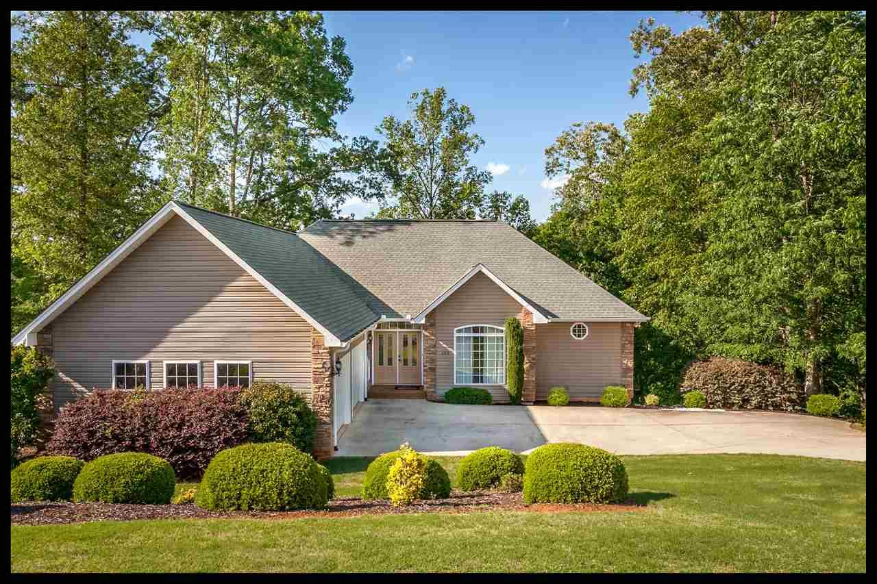 159 W Waters Edge Lane, West Union, SC 29696 (MLS #20183259) :: Les Walden Real Estate