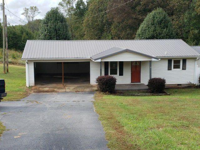 415 Wolf Stake Church Road, Seneca, SC 29672 (MLS #20209031) :: Les Walden Real Estate