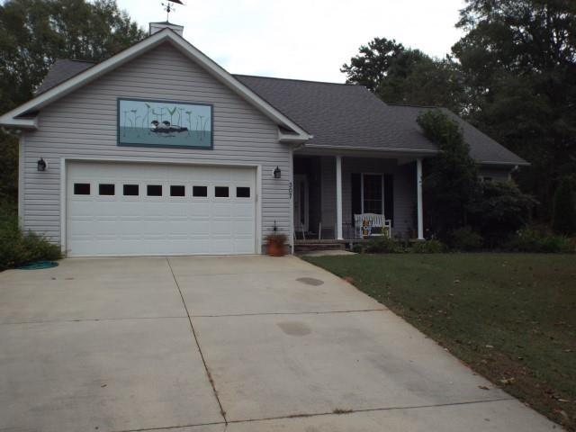 307 Valley View Drive, Seneca, SC 29672 (MLS #20209193) :: Les Walden Real Estate